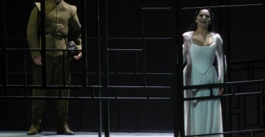 Dmitry Korchak (Lord Arturo Talbot) et Maria Agresta (Elvira). Ph. fomalhaut.over-blog.org