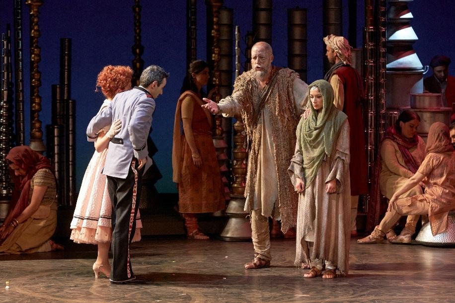 De g. à dr. , Rose (Roxane Chalard),  Frédéric (Jean-Sébastien Bou), Nilakhanta (Paul Gay),  Lakmé (Sabine Devieilhe) © Pierre Grosbois