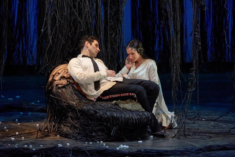 Lakmé (Sabine Devieilhe) & Gérald (Frédéric Antoun) © Pierre Grosbois