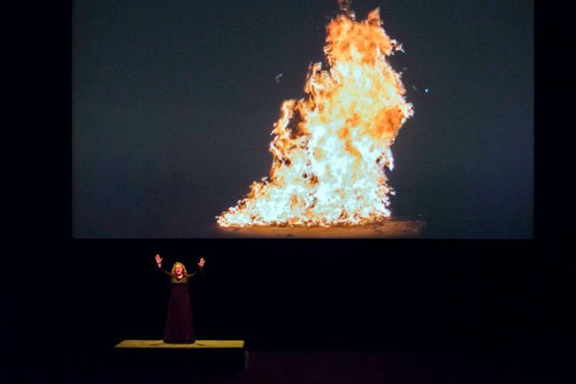 Violeta Urmana et le feu (© Charles Duprat / ONP)