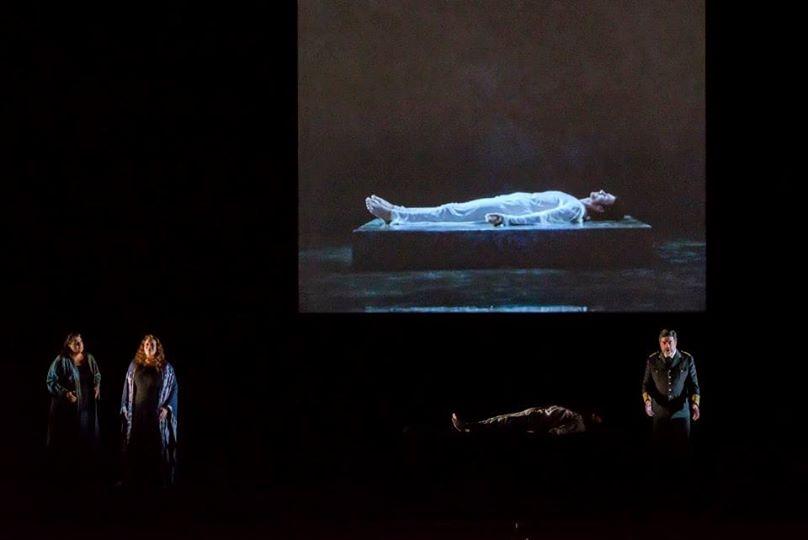 Janina Baechle, Violeta Urmana, Franz Josef Selig & vidéo de Bill Viola (© Charles Duprat / ONP)