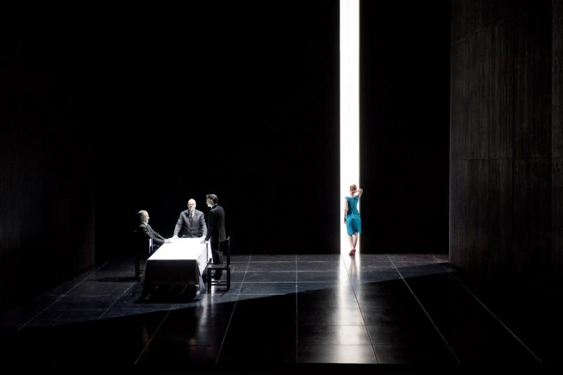 Werner van Mechelen (Le fils aîné), Frode Olsen (le père), Yann Beuron (mari de la fille aînée), Patricia Petibon (seconde fille) / © Opéra-Comique