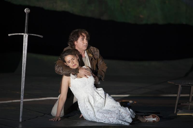 """Sophie Koch (Genièvre) & Roberto Alagna (Lancelot) dans """"Le Roi Arthus"""" (© Andrea Messana / Opéra National de Paris)"""