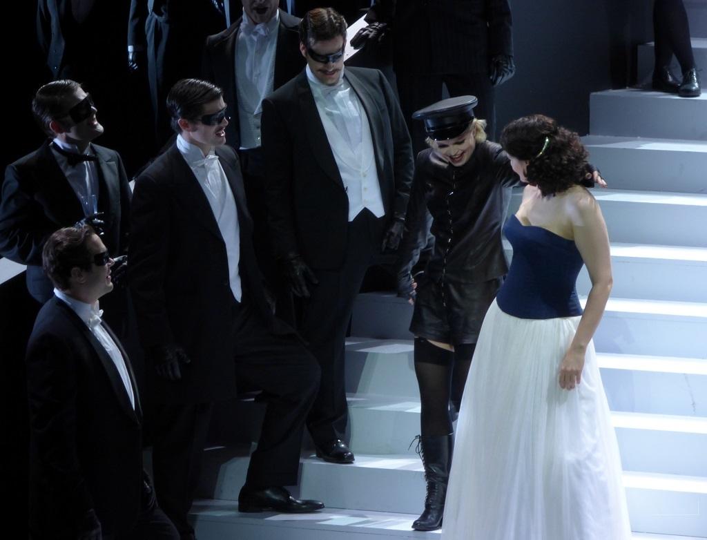 Eir Hinderang (Fiakermilli) & Anja Harteros (Arabella) / Opéra de Munich © Wilfried Hösl