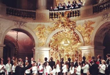 Les Pages du Centre de musique baroque de Versailles sur la tribune, Monteverdi Choir, English Baroque Soloists & John Eliot Gardiner (Concert du 6 novembre 2015 © Château de Versailles)