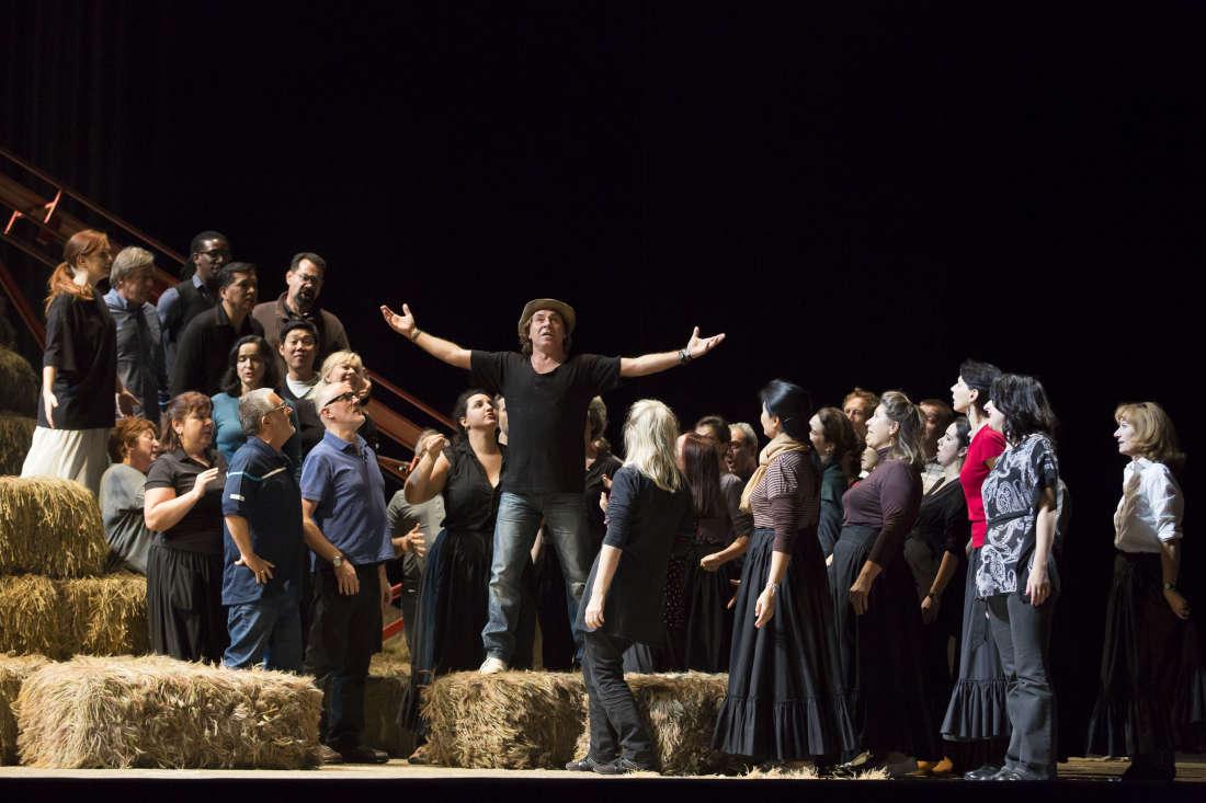 Nemorino (Roberto Alagna) / © Christophe Pelé - Opéra National de Paris