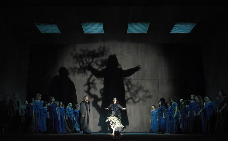 """Norma"" au Théâtre des Champs-Elysées : Riccardo Zanellatto (Orovesco) & Maria Agresta (Norma : ""Casta Diva"") / © Vincent Pontet)"