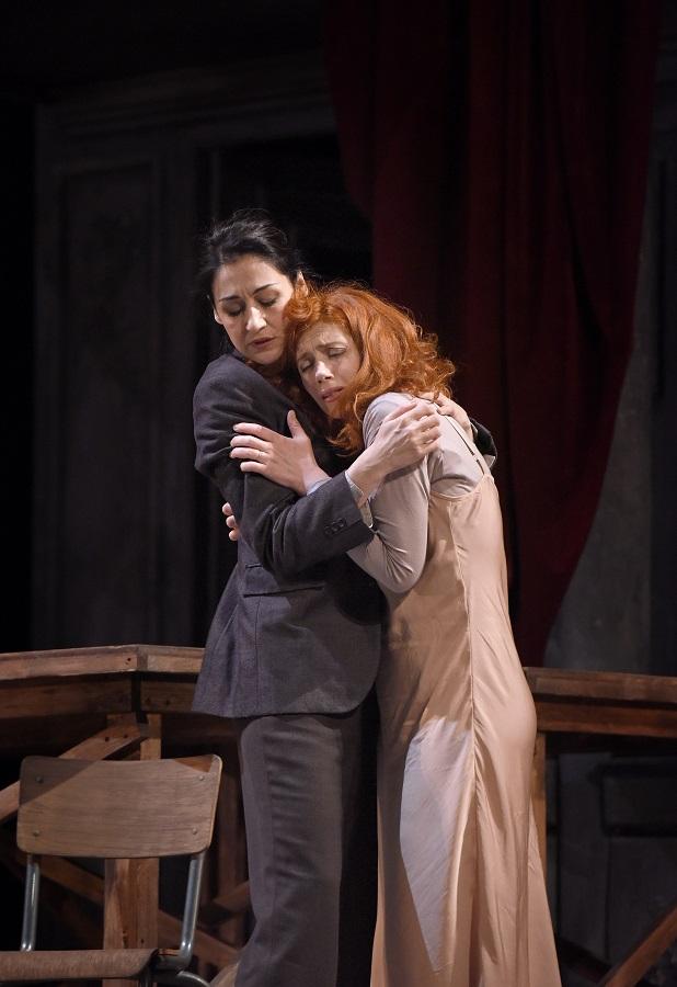 """""""Mithridate"""" au Théâtre des Champs-Elysées (février 2016) : Aspasie (Patricia Petibon) & Xipharès (Myrtò Papatanasiu) / © Vincent Pontet"""