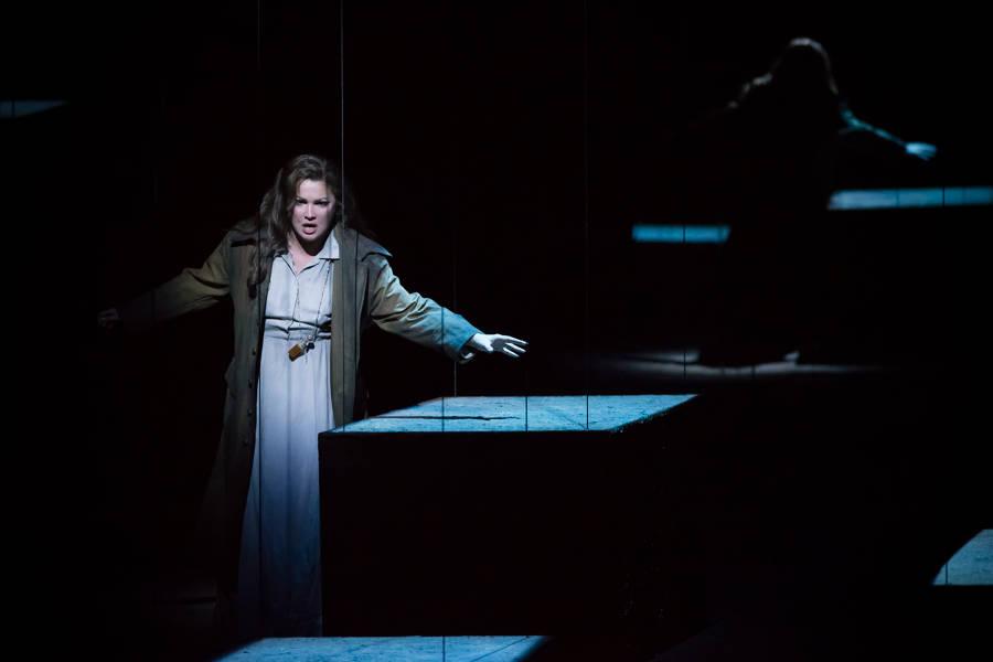 """""""Le Trouvère"""". Anna Netrebko (Leonora) / © Charles Duprat (Opéra National de Paris)"""