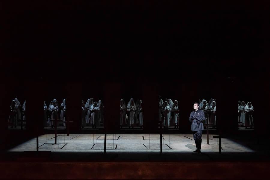 """""""Le Trouvère"""". Ludovic Tézier (Il Conte di Luna) / © Charles Duprat (Opéra National de Paris)"""