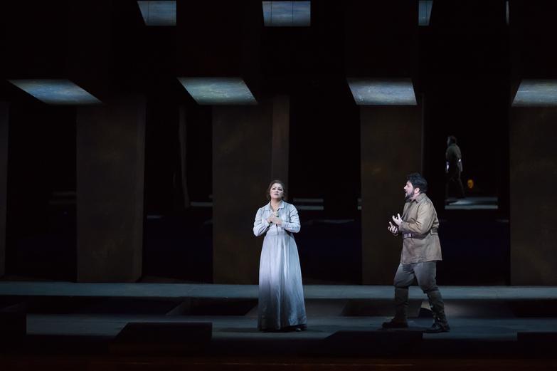 """""""Le Trouvère"""". Anna Netrebko (Leonora) & Marcelo Alvarez (Manrico) / © Charles Duprat / Opéra National de Paris"""