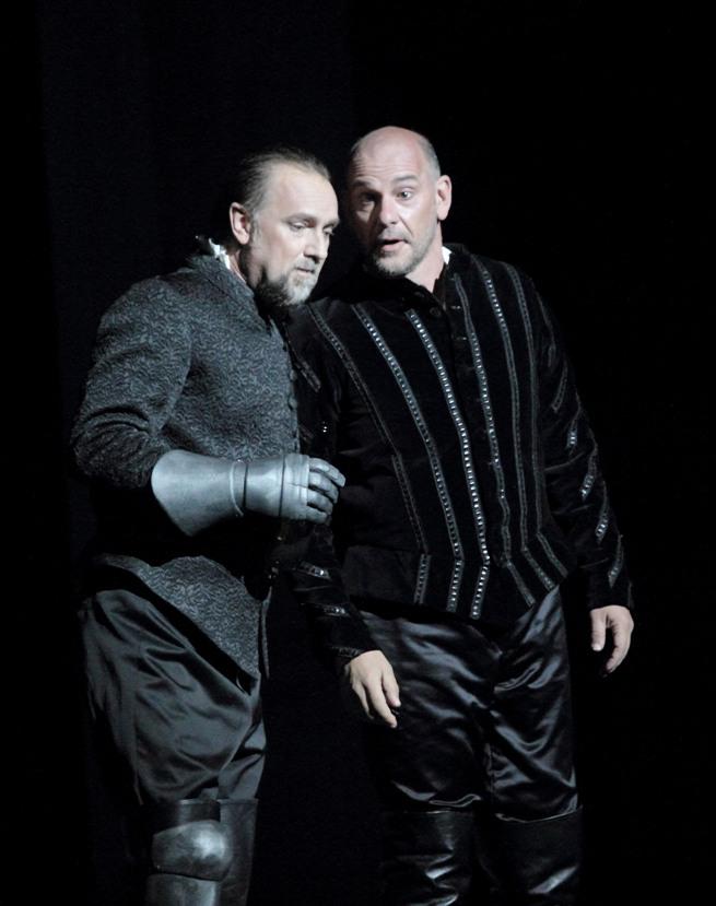 Wojtek Smilek (Banquo) & Juan Jesus Rodriguez (Macbeth) / © Christian Dresse (Opéra de Marseille)