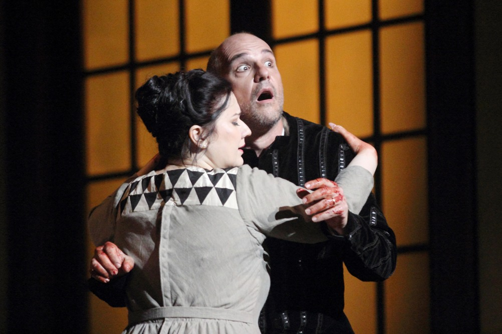 Csilla Boros (Lady Macbeth) et Juan Jesus Rodriguez (Macbeth) / © Christian Dresse (Opéra de Marseille)