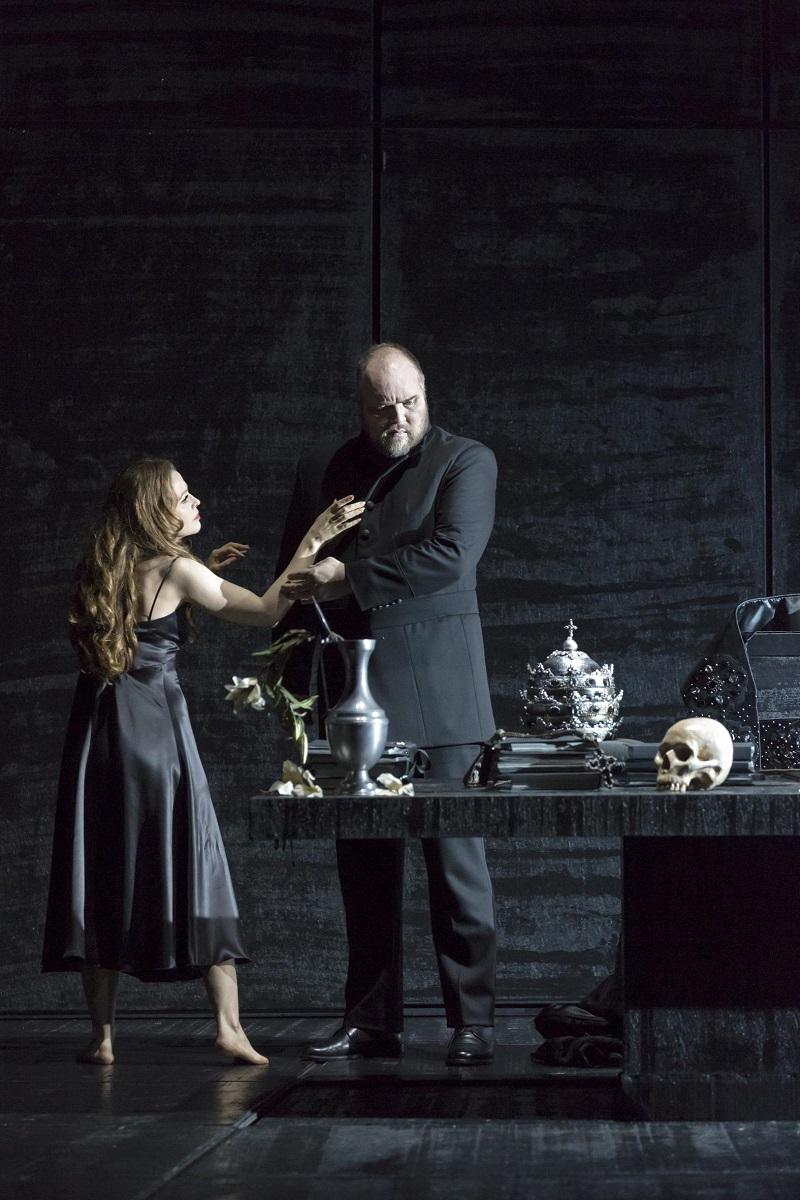 Eboli (Elena Zhidkova) & Philippe II (Stephen Milling) / © Klara Back (ONR)