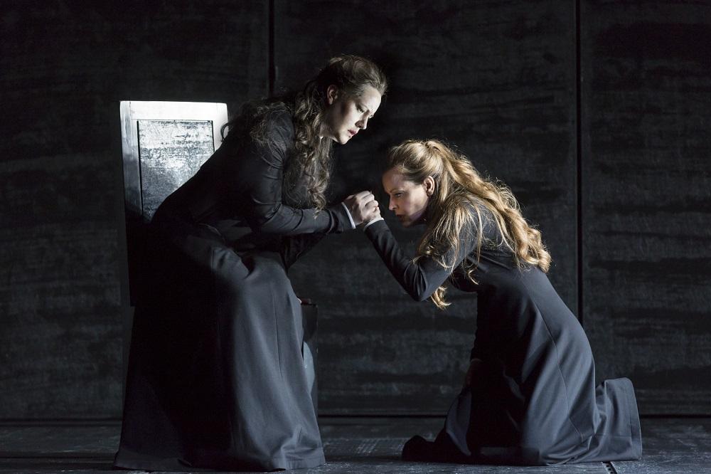 Elisabeth de Valois (Elza van den Heeve) & la princesse Eboli (Elena Zhidkova) / © Klara Beck (ONR)