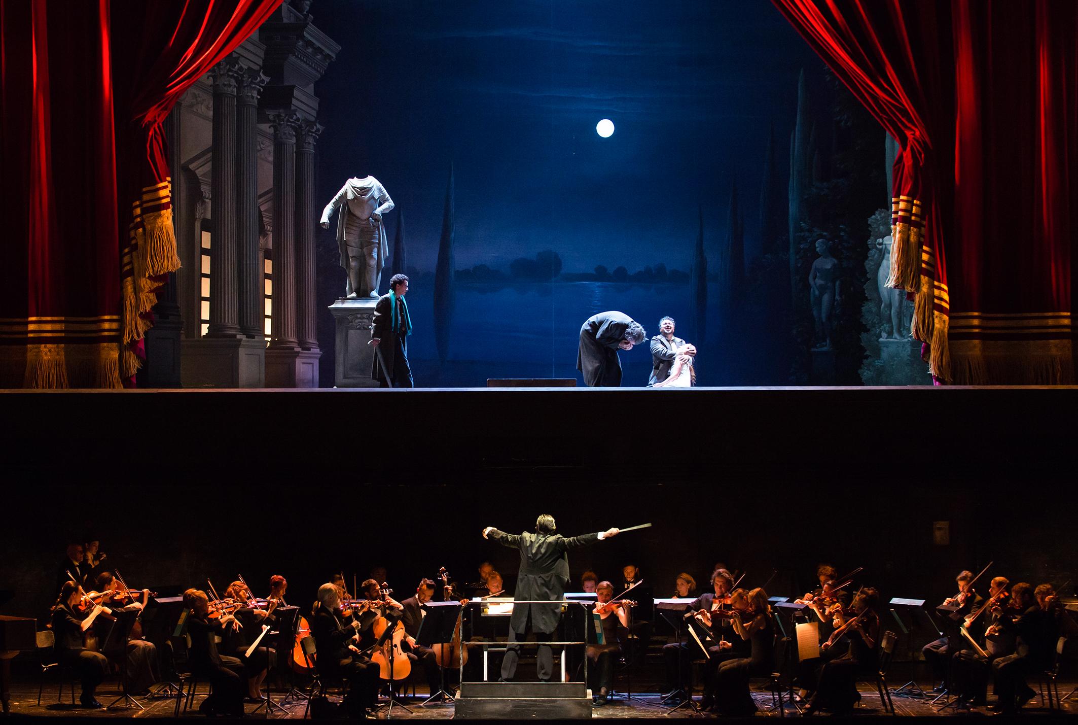 """""""Les Contes d'Hoffmann"""", octobre 2016 à l'Opéra Bastille (© Julien Benhamou / ONP)"""