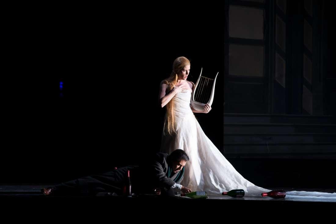 Les Contes d'Hoffmann, octobre 2016 à l'Opéra Bastille : Stéphanie d'Oustrac (La Muse) - Ramón Vargas (Hoffmann) / © Ian Patrick (ONP)
