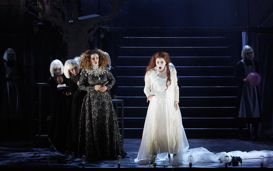 Alix Le Saux (Flamel) & Marie-Eve Munger (Elsbeth) / © Pierre Grosbois (Opéra-Comique)