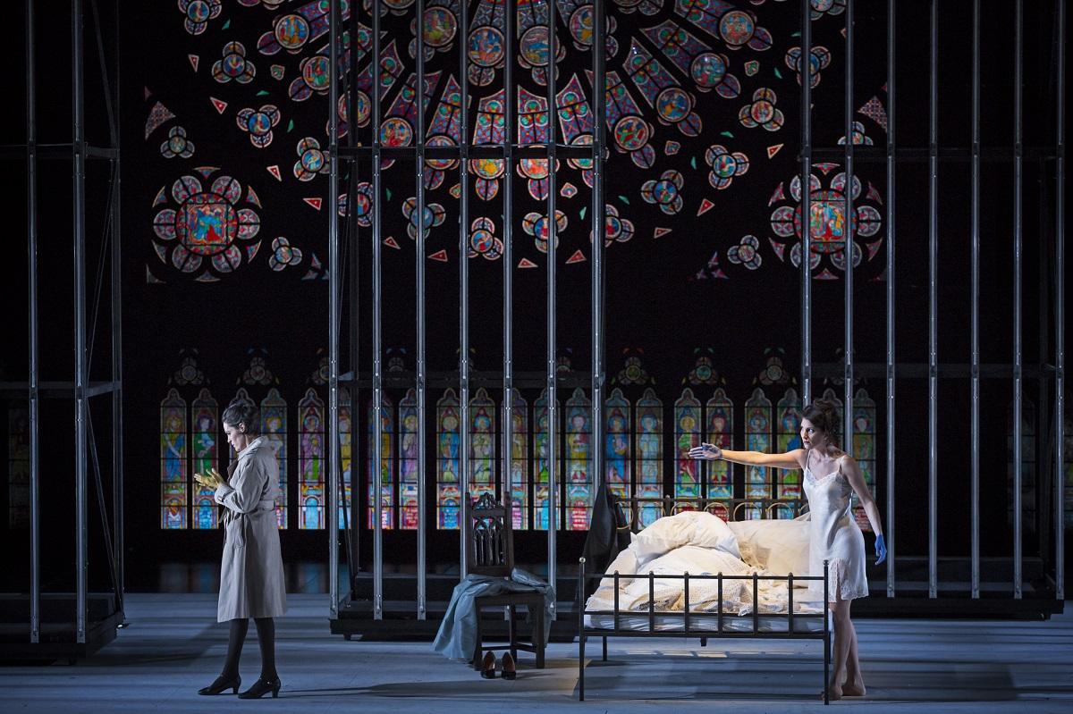 Rachel (Rachel Harnisch) & Eudoxie (Ana-Camelia Stefanescu) / © Klara Beck (Opéra National du Rhin)
