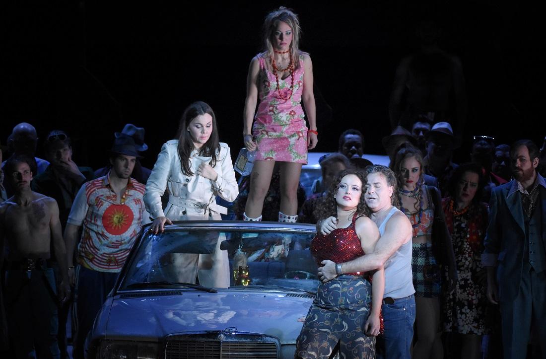 Carmen (Clémentine Margaine), Mercedes (Antoinette Dennefeld), Frasquita (Vannina Santoni) / © Vincent Pontet (Opéra national de Paris, mars 2017)
