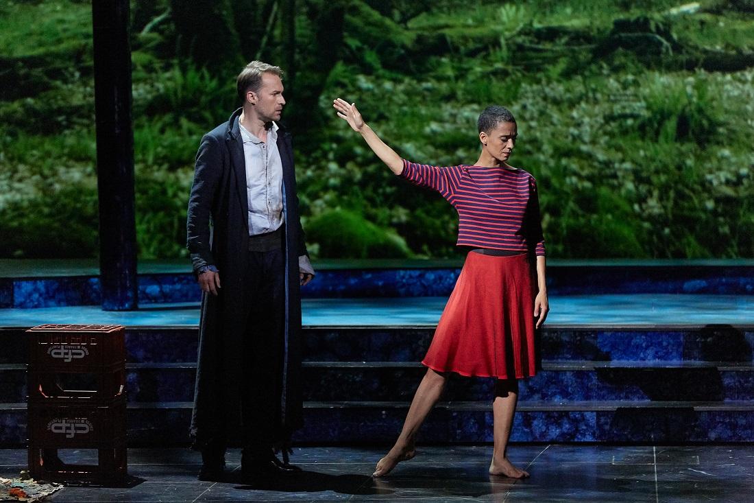 """Le Timbre d'argent"" : Edgaras Montvidas (Conrad), Raphaëlle Delaunay (Fiammetta), Edgaras Montvidas (Conrad) / © Pierre Grosbois (Opéra-Comique)"
