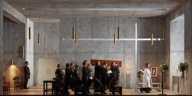 """""""Miranda"""" d'après """"La Tempête"""" de Henry Purcell. De dr. à g. : Marc Mauillon (Le Pasteur), Katerine Watson (Anna en robe noire et enceinte) / © Pierre Grosbois (Opéra-Comique)"""