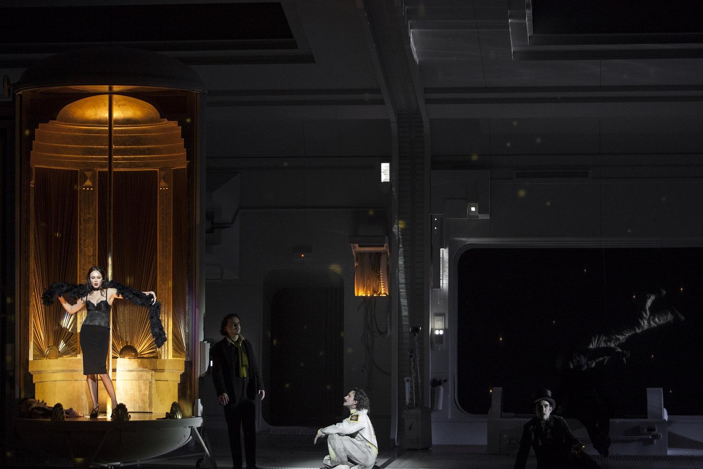 """""""La Bohème"""" de Puccini à l'Opéra National de Paris en décembre 2017 : Aida Garifulllina (Musette) / © Bernd Uhlig (OnP)"""
