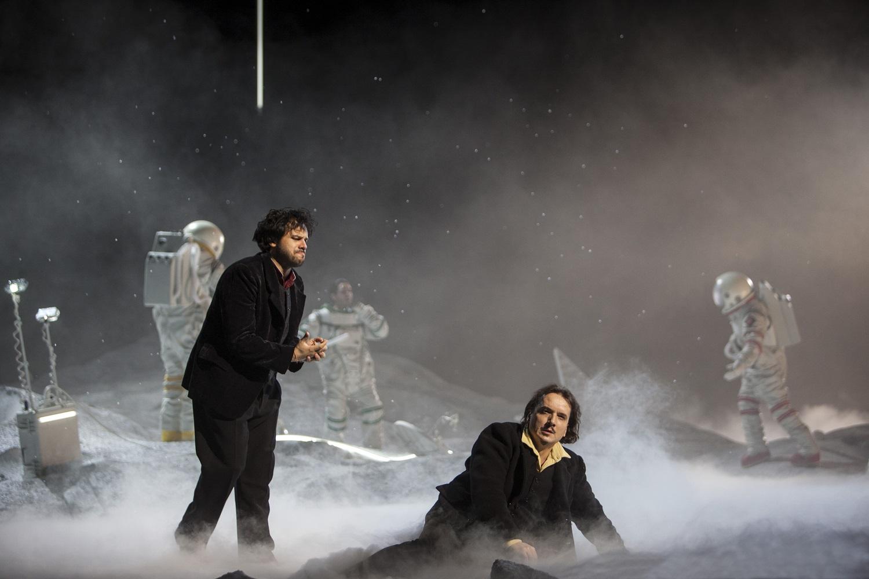 """""""La Bohème"""" de Puccini à l'Opéra National de Paris en décembre 2017 : Artur Rucinski (Marcello) & Atalla Ayan (Rodolfo) / © Bernd Uhlig (OnP)"""