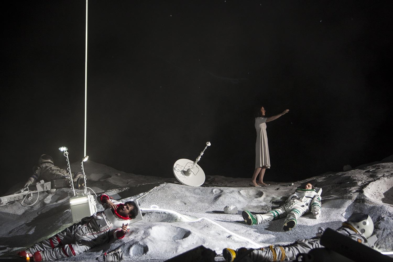 """""""La Bohème"""" de Puccini à l'Opéra National de Paris en décembre 2017 : Nicole Car (Mimi) & Attala Ayan (Rodolphe) / © Bernd Uhlig (OnP)"""