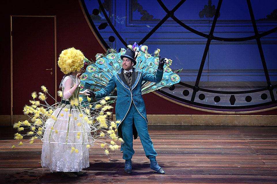Brigitte de San Lucar (Antoinette Dennefeld), Comte Juliano (François Rougier) / © Vincent Pontet (Opéra-Comique)
