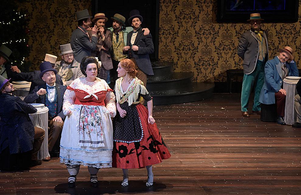 Marie Lenormand (Jacinthe) - Angèle de Olivarès (Anne-Catherine Gillet) / © Vincent Pontet (Opéra-Comique)
