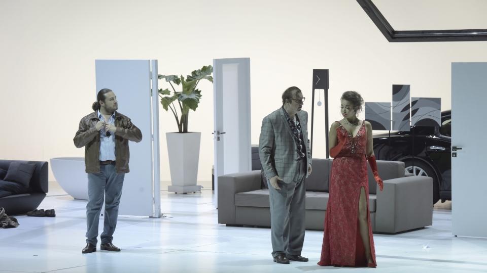 """Don Pasquale"" à l'Opéra Garnier (juin 2018) : Malatesta (Florian Sempey), Norina (Nadine Sierra), Don Pasquale (Michele Pertusi) / © Vincent Pontet (OnP)"