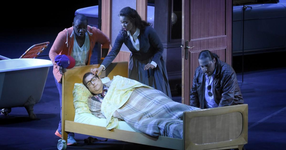 """Don Pasquale"" à l'Opéra Garnier (juin 2018) : Ernesto (Lawrence Brownlee), Don Pasquale (Michele Pertusi), Malatesta (Florian Sempey) / © Vincent Pontet (OnP)"