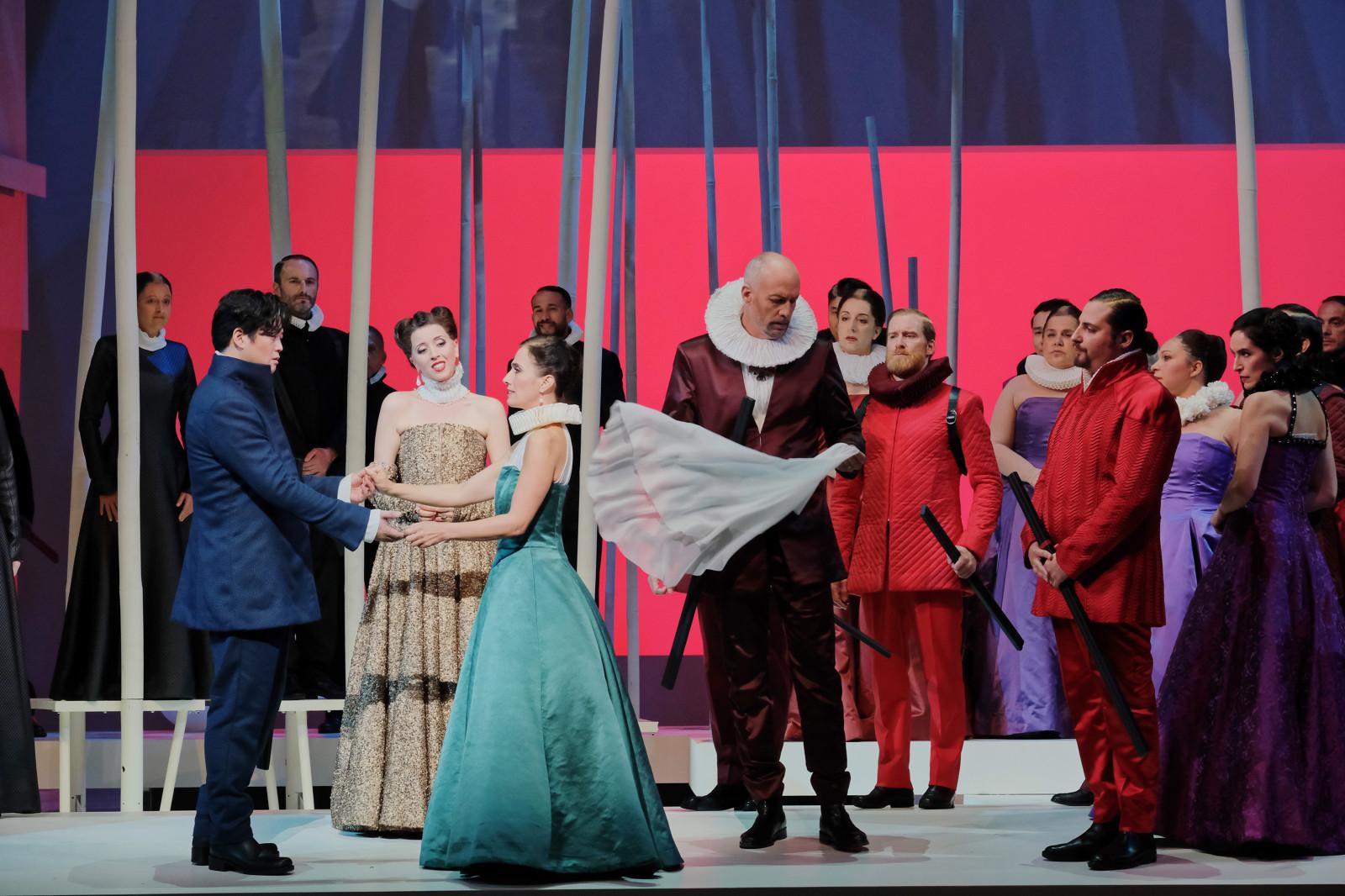 """""""Les Huguenots"""" : Yosep Kang (Raoul de Nangis), Lisette Oropesa (Marguerite de Valois), Ermonela Jaho (Valentine), Paul Gay (Le Comte de Saint-Bris), Florian Sempey (Le Comte de Nevers) / © Agathe Poupeney (OnP)"""