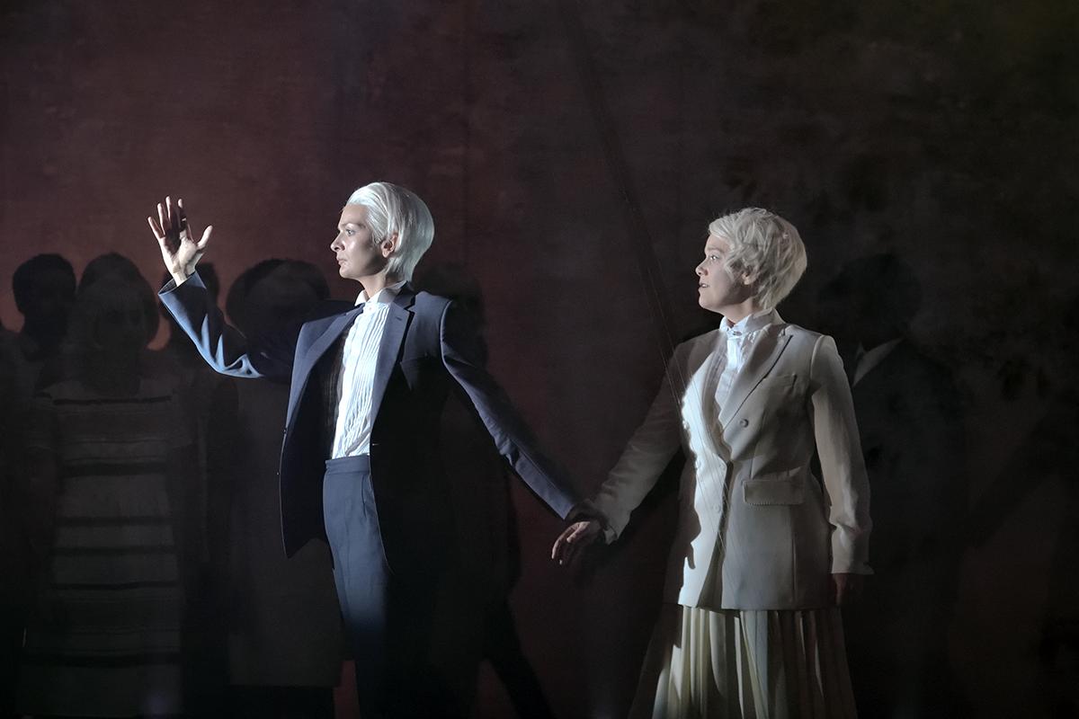 """""""Orphée et Eurydice"""" à l'Opéra-Comique (2018) : Marianne Crebassa (Orphée) / © Stefan Brion"""