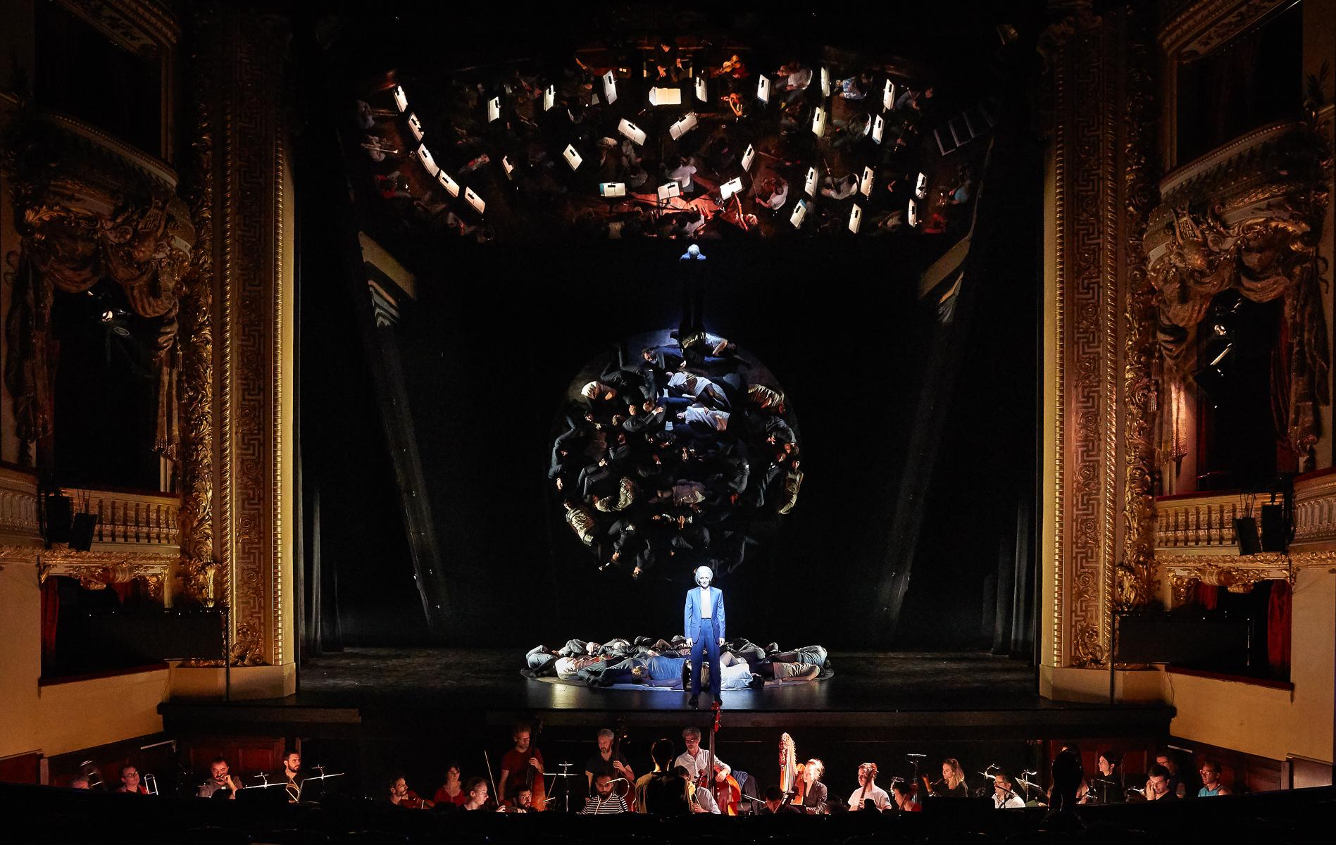 """""""Orphée et Eurydice"""" à l'Opéra-Comique (2018) : Marianne Crebassa (Orphée) / © Pierre Grosbois"""