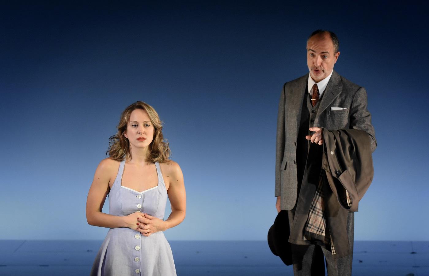 """""""La Traviata"""" au Théâtre des champs-Elysées (19.11.2018) : Laurent Naouri (Baron Douphol) & Vannina Santoni (Violetta) / © Vincent Pontet"""