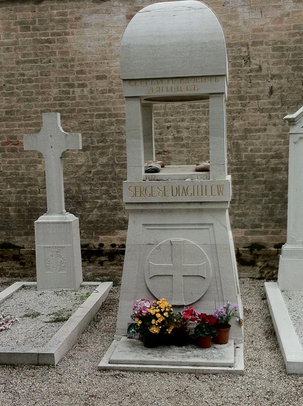 Diaghilew pour l'éternité. Enterré à quelques mètres de la tombe d'Igor Stravinsky. Pèlerinage… (Photo Claude Samuel)