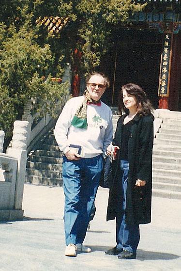 Charles Dutoit,le  directeur de l'ONF, et Martha Argerich à Pékin (tournée en Asie/1966)