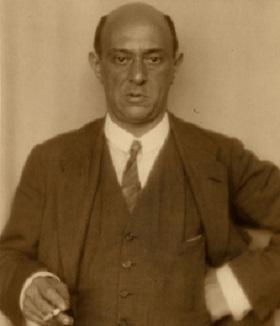 Arnold Schoenberg, rigide comme Moïse, éloquent comme Aron (DR)…