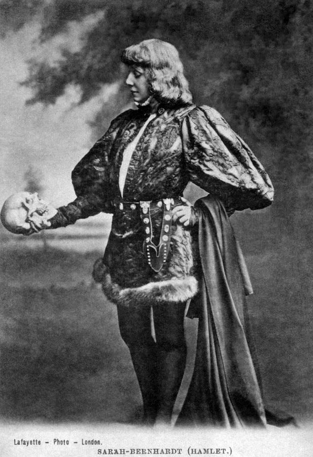 La méditation de Hamlet, ici incarné par Sarah Bernhardt