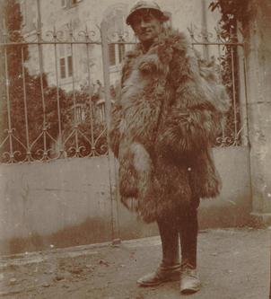 """Tous les ravéliens connaissent cette incroyable photo de l'auteur du """"Boléro"""" en tenue militaire. Et l'on dit qu'il était très coquet ! (DR)"""