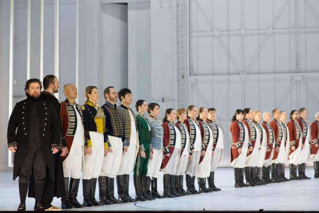 Et même les militaires se multiplient... / © Agathe Poupeney (Opéra de Paris)
