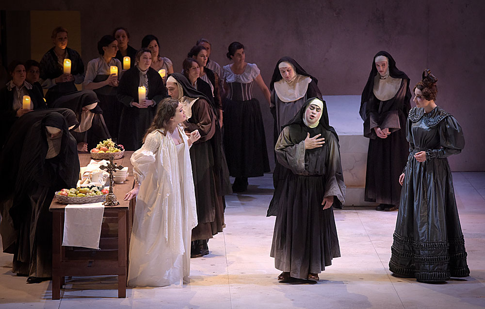 """""""Le Comte Ory"""", ou l'habit ne fait pas le moine… © Vincent Pontet (Opéra-Comique)"""