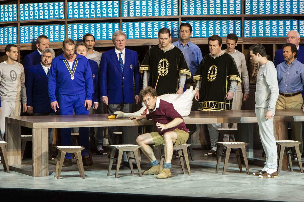 Une vision inattendue des Chevaliers du Graal… (Emilie Brouchon / Opéra National de Paris)