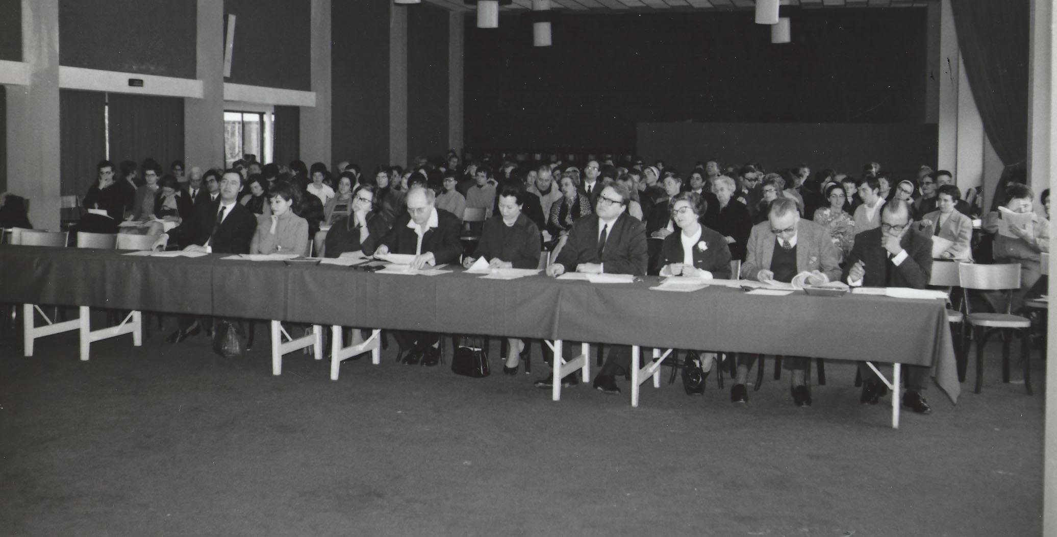2e Concours Olivier Messiaen 1968 - C.S. Idil Biret, Margaret Kitchin, Olivier Messiaen, Sheiko Hara de Cassado, Maurice Le Roux, Yvonne Loriod, Jacques Février, André Boucourechliev (Ph. Michel Lavoix)