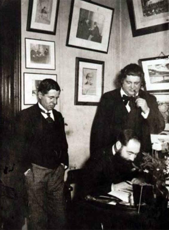 Magnard, Ropartz (assis) et Ysaÿe (au fond) vers 1911 (Coll. DHM)